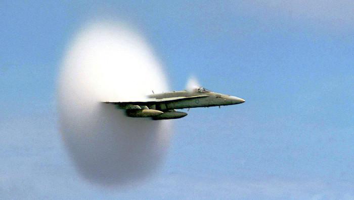 Đám mây hình nón tạo ra từ sự bay hơi do dòng chảy.