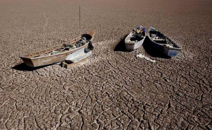 Hồ Poopó không ít lần bị khô cạn.