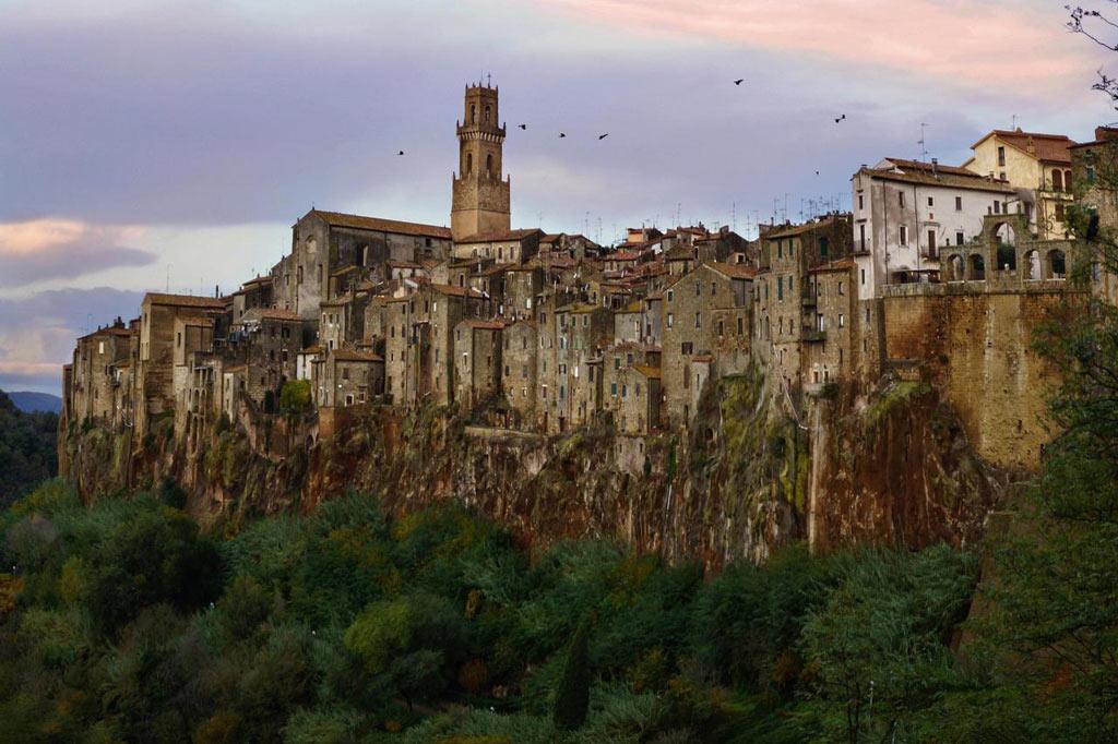 Thị trấn nhỏ Pitigliano, Grosseto, Toscana, Italy ở độ cao 313m so với mực nước biển.