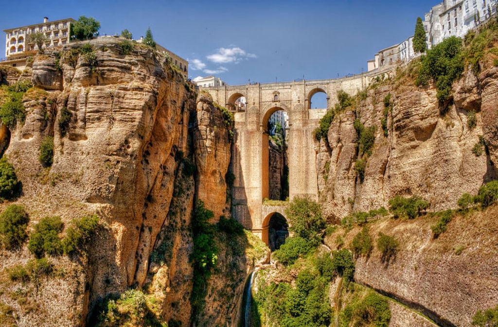 Cây cầu nổi tiếng Guadalevín tại Ronda, Malaga, Tây Ban Nha.