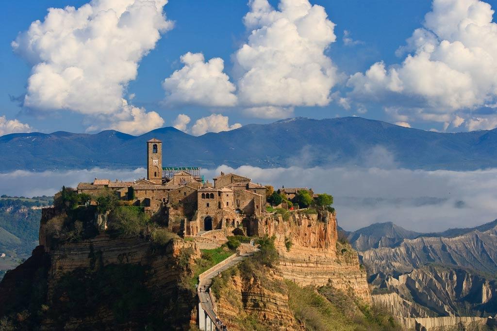 Quận Civita Di Bagnoregio, Italy có lịch sử lên tới 2500 năm.