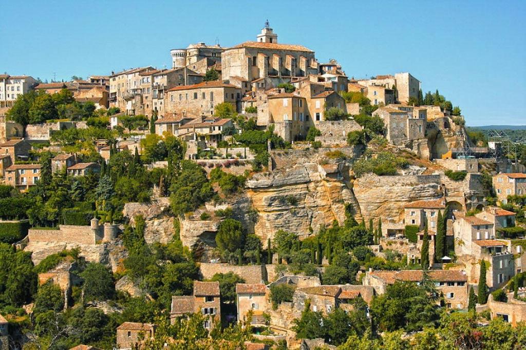 Xã Gordes, tỉnh Provence, ở miền Tây Nam nước Pháp với độ cao 373 m so với mực nước biển.
