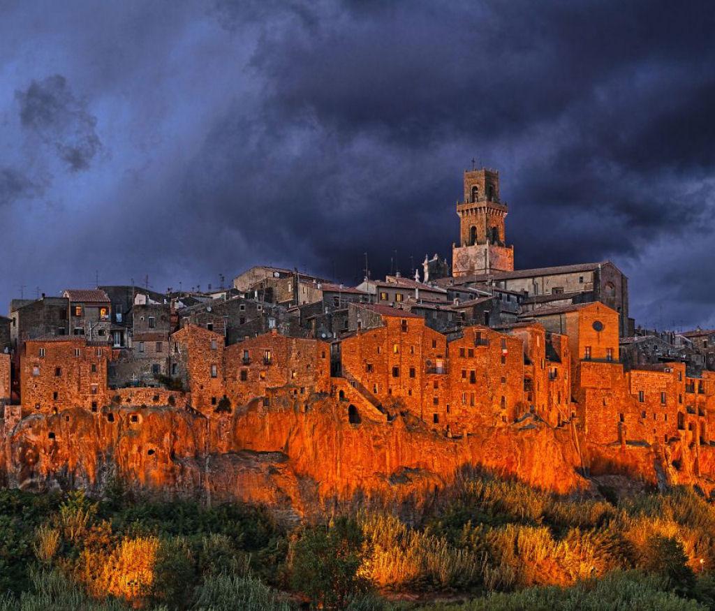 Đô thị Pitigliano, Italy nằm ở độ cao 313 m so với mực nước biển