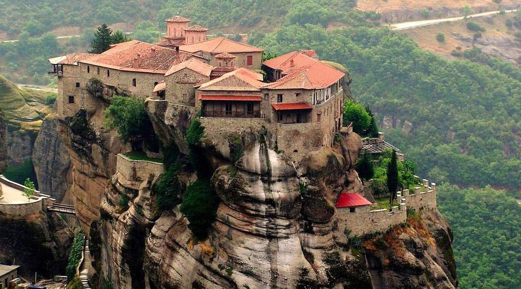 Metéora là một trong những quần thể tu viện lớn và quan trọng nhất tại Kalambaka, Hy Lạp.