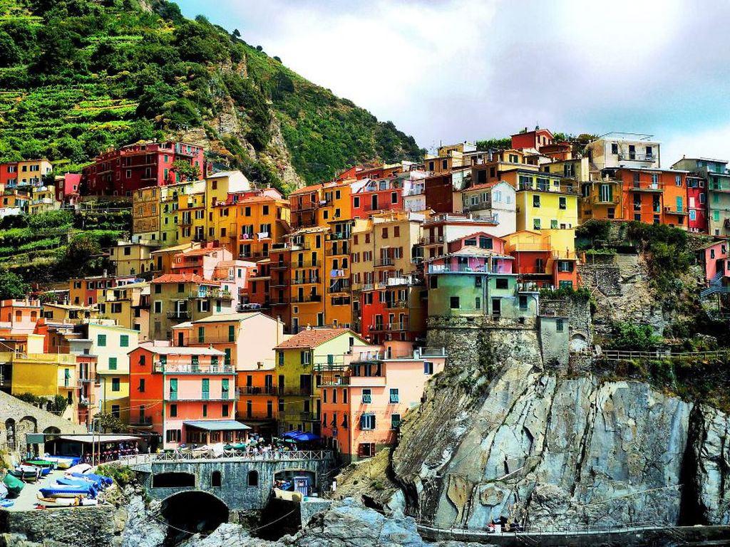 Những đô thị sặc sỡ luôn là một điểm nổi bật của đất nước hình chiếc ủng. Trong ảnh là thị trấn Vernazza, Tây Bắc Italia