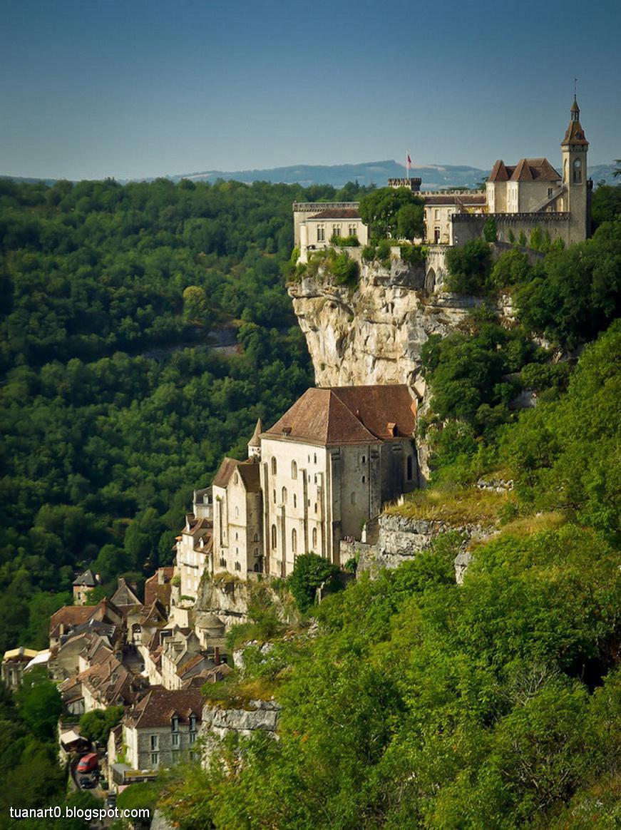 Rocamadour nằm tại khu vực cheo leo nổi tiếng Midi-Pyrénées, Pháp