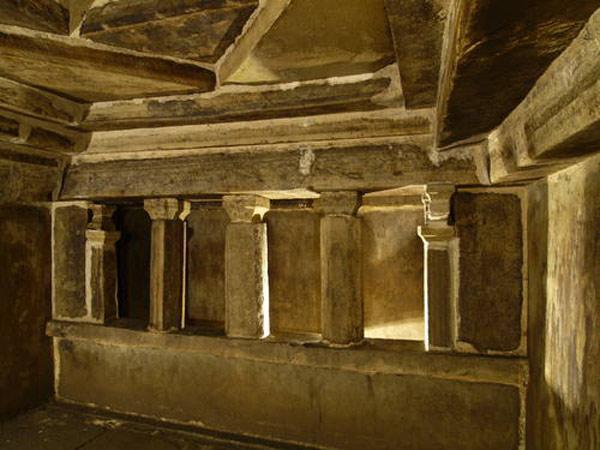 Trong đó những ngôi mộ được tìm thấy tại Triều Tiên đã cho thấy sự phát triển xây dựng của vương triều Cao Câu Ly.