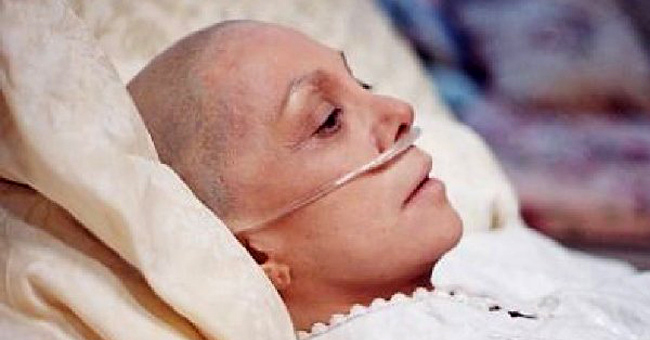 Bệnh nhân ung thư giai đoạn cuối có những thay đổi bất thường về tâm lý.