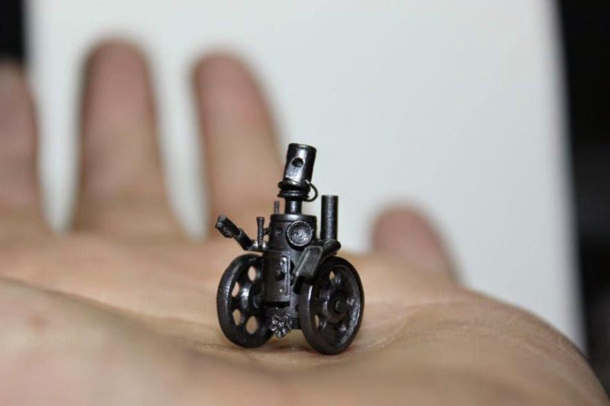 Robot tí hon nằm gọn trong lòng bàn tay.