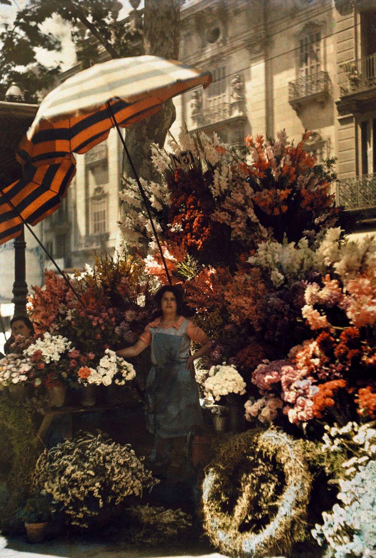 Người phụ nữ bán hoa tại Barcelona