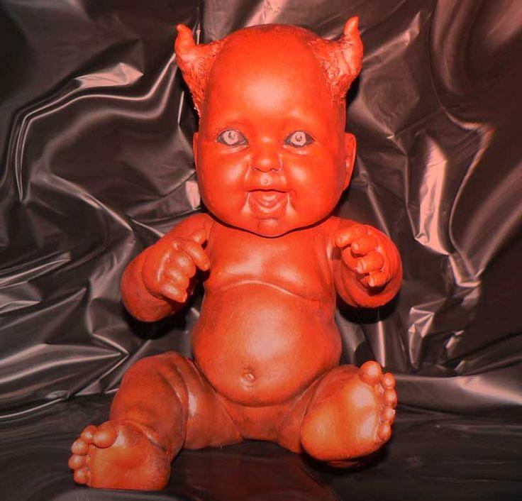 Búp bê Devil Baby