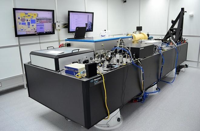 Hệ thống tiền ổn định chùm laser PSL.