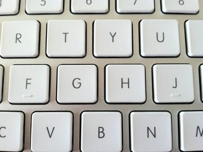 Trên phím F và J có đường lằn ngang.