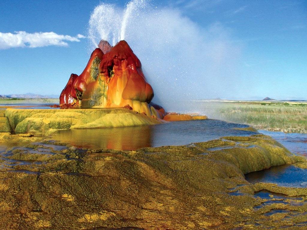 Mạch phun Fly là một kỳ quan địa chất ở rìa sa mạc Black Rock, Nevada. Nơi này vô tình hình thành nhờ một đợt khoan giếng. Mạch phun này có màu sắc rực rỡ và có thể thay đổi màu theo từng thời điểm.