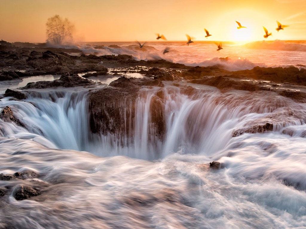 Giếng của Thor nằm ở rìa bờ biển Oregon là một thác nước mặn hình thành nhờ Thái Bình Dương. Nơi này đẹp nhất khi thủy triều dâng cao hay trong những cơn bão (tuy nhiên những lúc đó rất nguy hiểm cho người đứng gần).