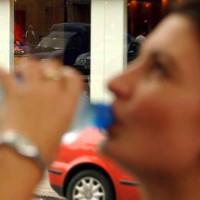 Lái xe khi khát nước nguy hiểm ngang uống rượu bia?
