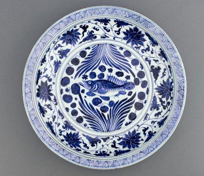 Hoa văn tinh xảo được người Mông Cổ trạm trổ trên đĩa sứ.