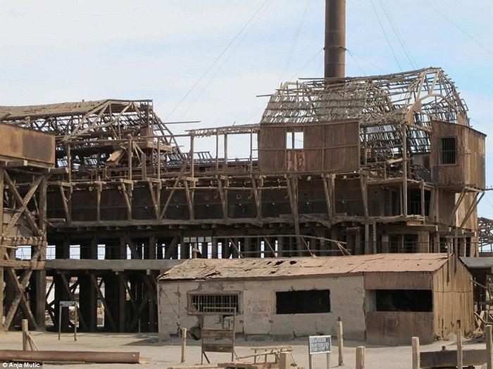 Humberstone là một thị trần nhỏ trên sa mạc Atacama của Chile được thành lập năm 1862.