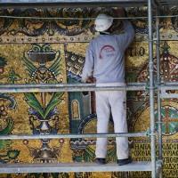 Tượng thánh giấu dưới tường nhà thờ 1.600 năm tuổi