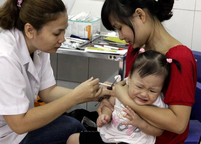 Tiêm vắc xin là biện pháp gừa bệnh não mô cầu hiệu quả nhất.