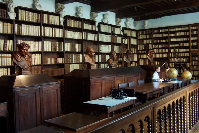 Năm 1873, tòa nhà vốn là xưởng in, công ty xuất bản Plantin – Moretus được giao bán cho Chính quyền thành phố Antwerp với một vài thỏa thuận kèm theo.