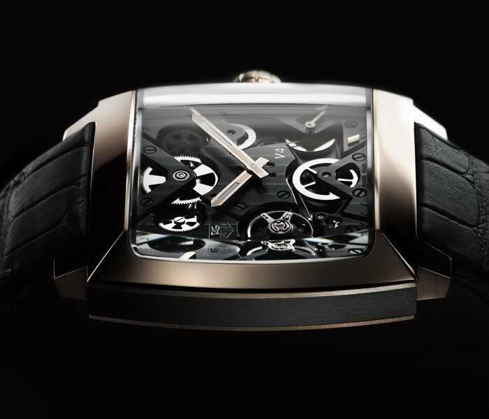 Chiếc đồng hồ chế tác từ vàng và Ruteni trị giá 70.000USD.