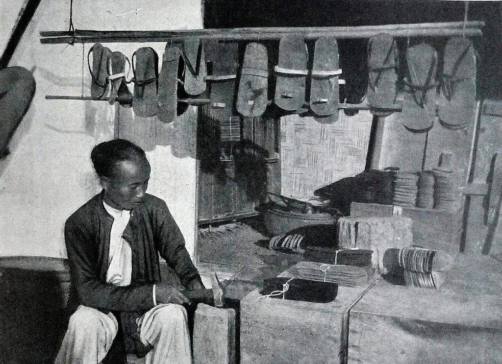 Sản xuất và bán dép cao su ngay tại xưởng.