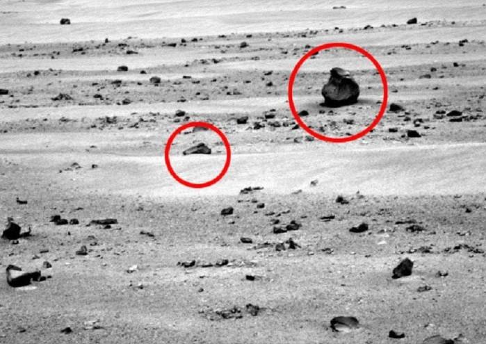 Bức ảnh chụp lại hình ảnh một khẩu súng được tìm thấy trên sao Hỏa.
