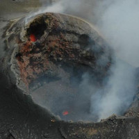 Núi lửa lớn nhất thế giới rục rịch hồi sinh