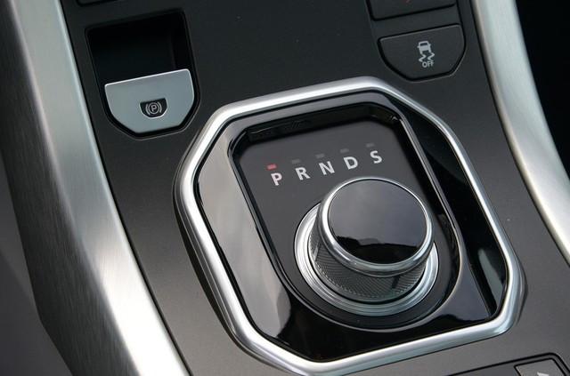 Tạo thói quen về số N hoặc số D khi dừng đỗ xe.