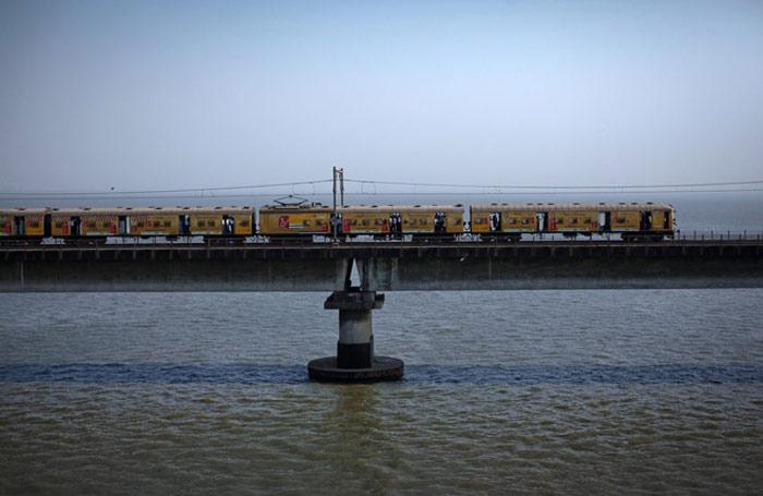 Tàu hỏa nhanh nhất tại Ấn Độ là New Delhi Bhopal Shatabdi, có vận tốc gần 150 km/h.
