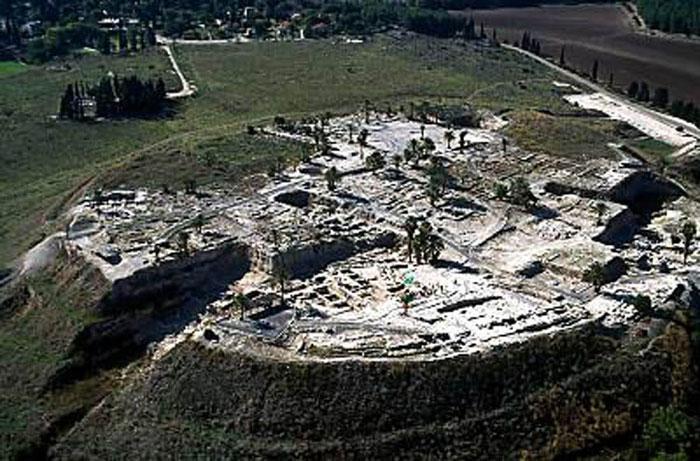 Trong đó Megiddo, Hazor, Beer Sheba là ba bệ phóng tiêu biểu nhất.