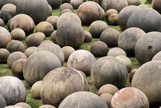Những khối cầu đá khổng lồ ở Costa Rica