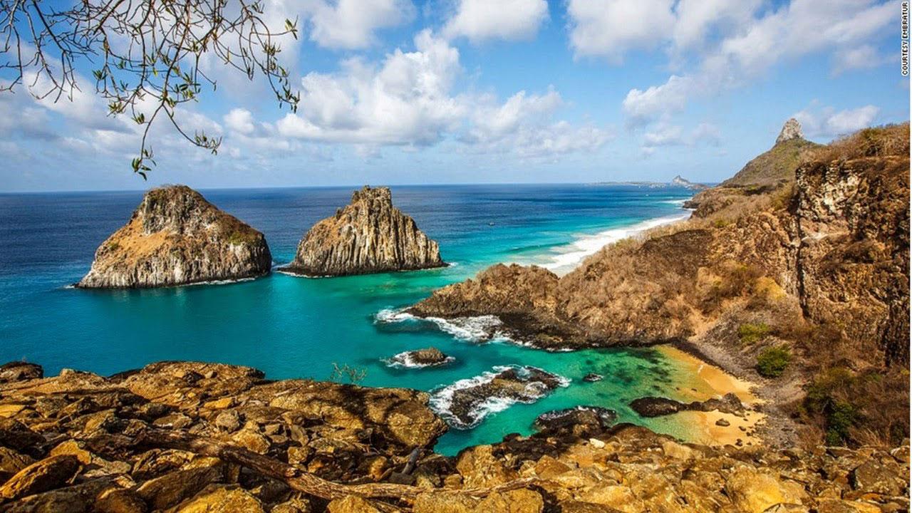 Nằm ở ngoài khơi cách bờ biển của Brazil 354 km, Fernando de Noronha là quần đảo xinh đẹp với những bãi tắm cuốn hút và không gian riêng tư, trong lành.