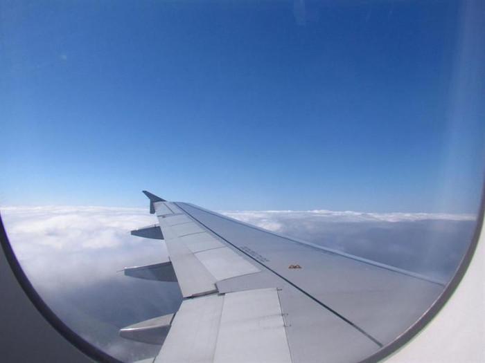 Hành khách thường được yêu cầu kéo màn cửa sổ khi máy bay cất cánh và hạ cánh.