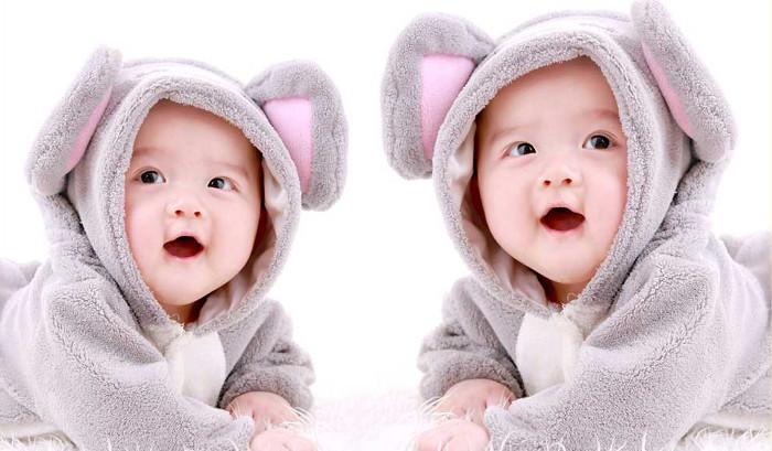 Sinh đôi hay song sinh là hiện tượng đa thai phổ biến.