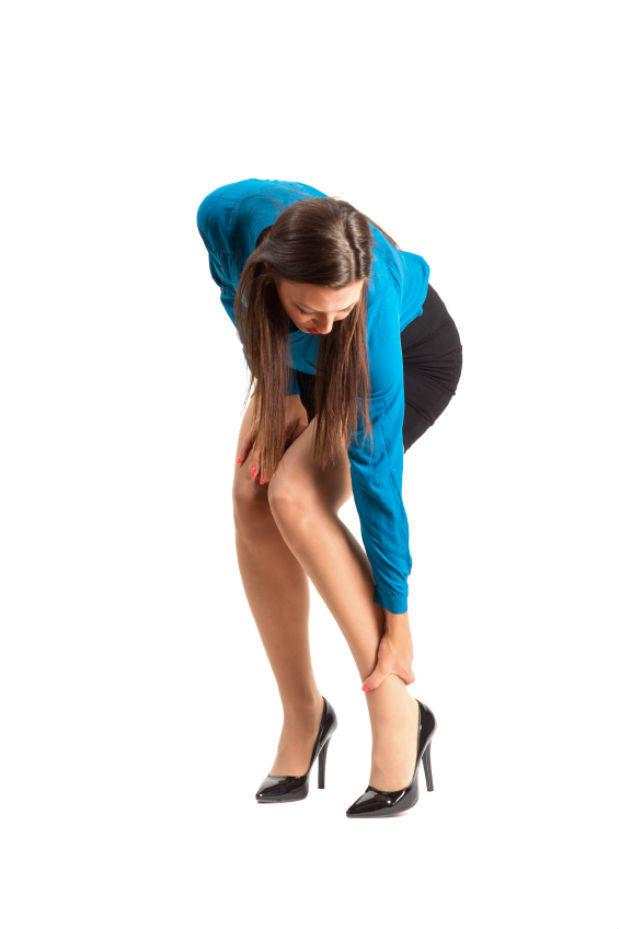 Đi giày cao gót sẽ bị đau chân