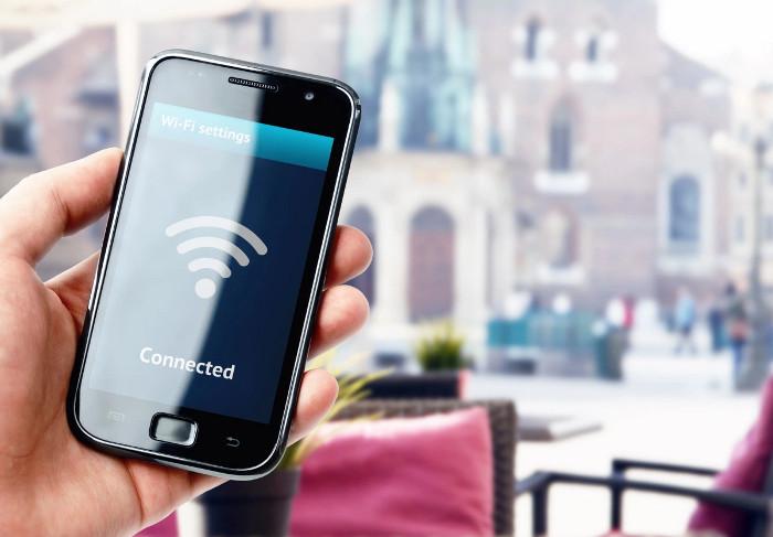 Các thiết bị kết nối internet hiện nay đều được cung cấp năng lượng dưới dạng pin hoặc lấy điện trực tiếp từ ổ cắm.