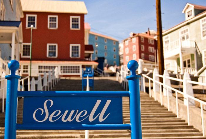 Thị trấn khai thác mỏ Sewell là một thị trấn bị bỏ hoang nằm cheo leo trên những sườn dốc của dãy núi Andes