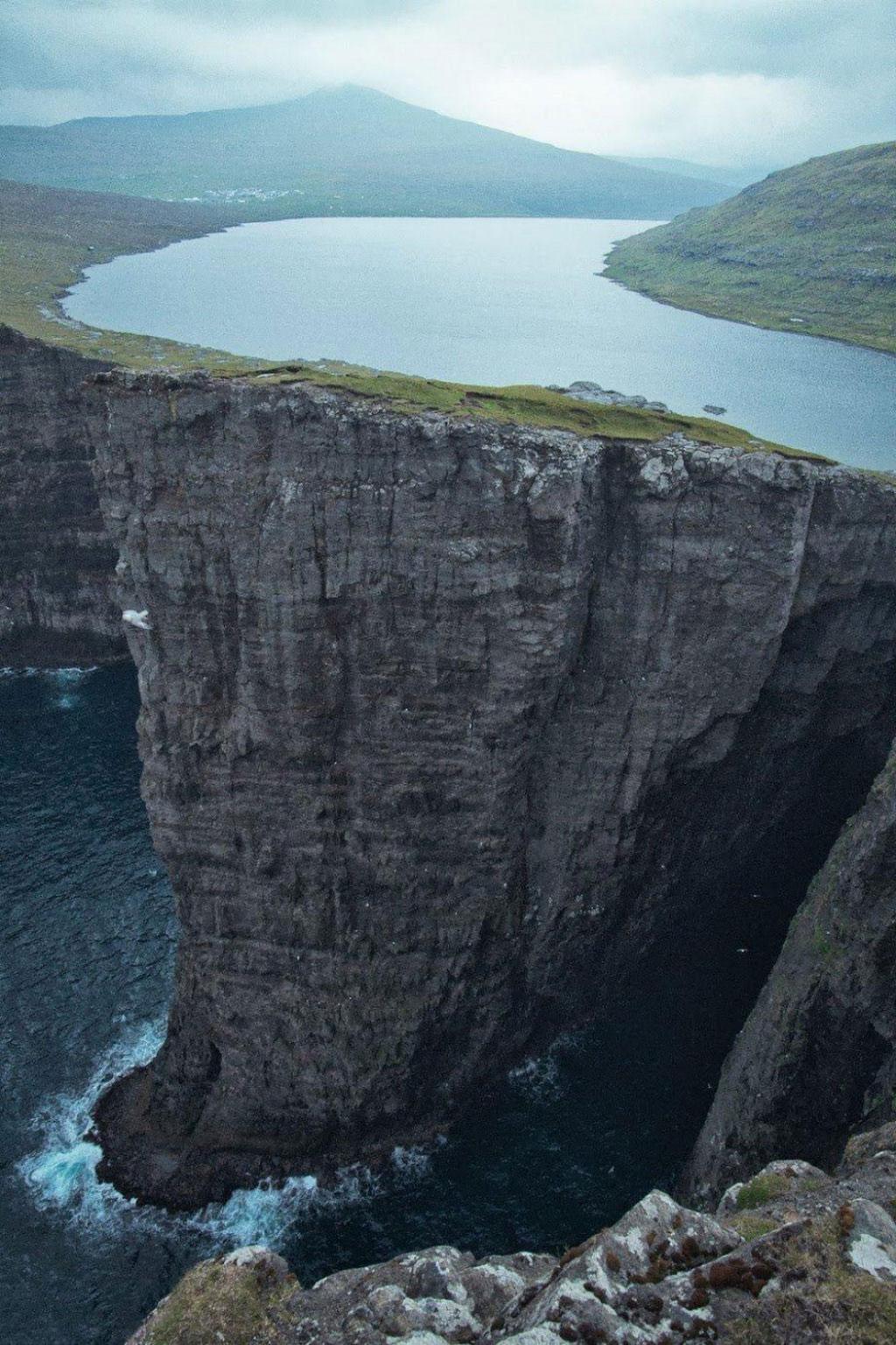 Hồ Faroe Islands, Sørvágsvatn như là treo lơ lửng trên biển