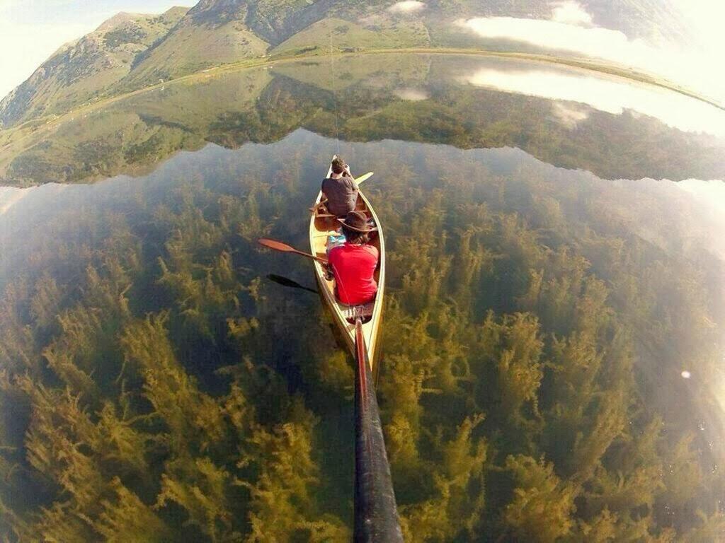 Chèo thuyền trên hồ Matese nước ở phía nam của Ý