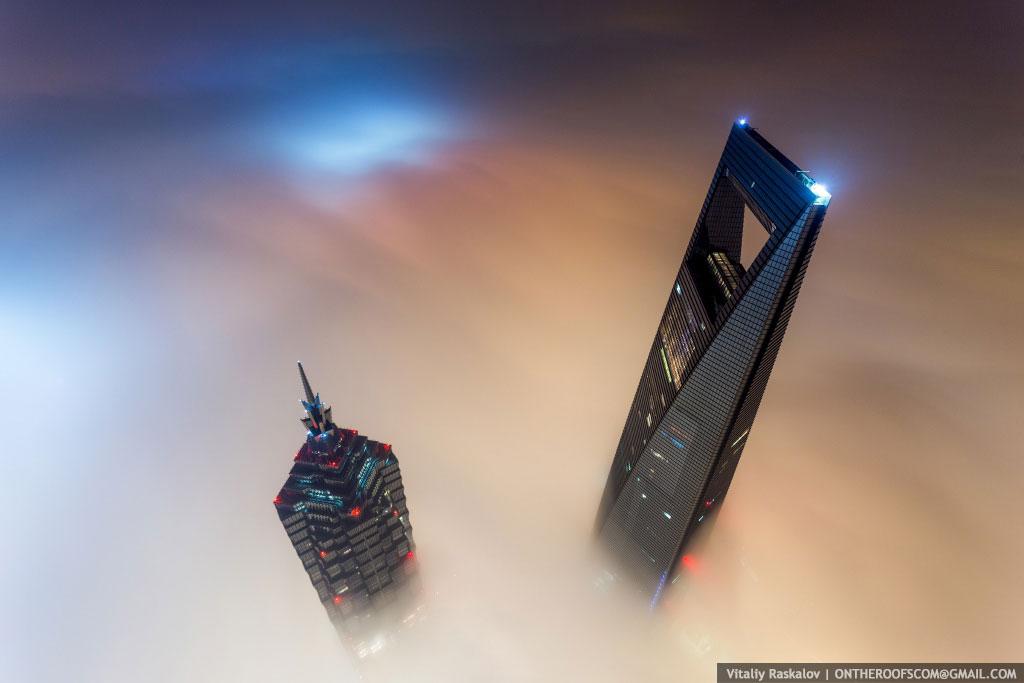 Đỉnh tháp Thượng Hải, 650 mét, trên sương mù