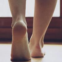 Đôi chân chúng ta đang chết dần từ tuổi 25 mà bạn không hề hay biết