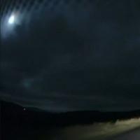 Cầu lửa rực sáng trời đêm Scotland