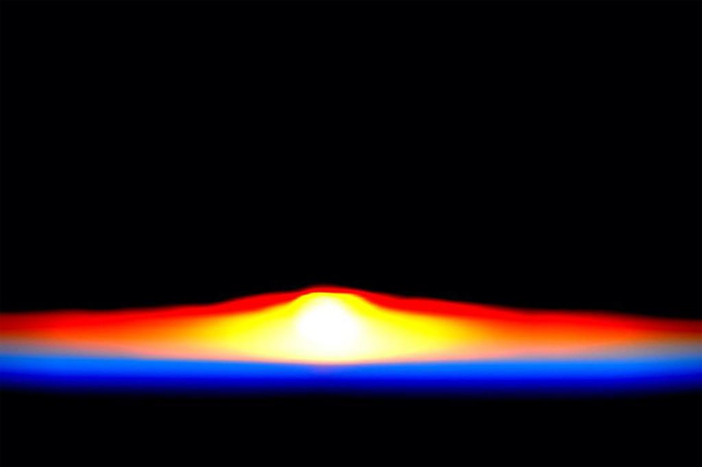 Khoảnh khắc Mặt Trời mọc trên Trái Đất.