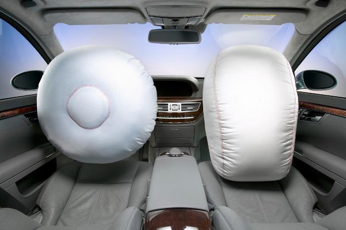 Bất kể khi nào xe đâm đủ nguy hiểm, túi khí sẽ tự động nổ mà không cần biết có người ngồi ở ghế phụ hay không.