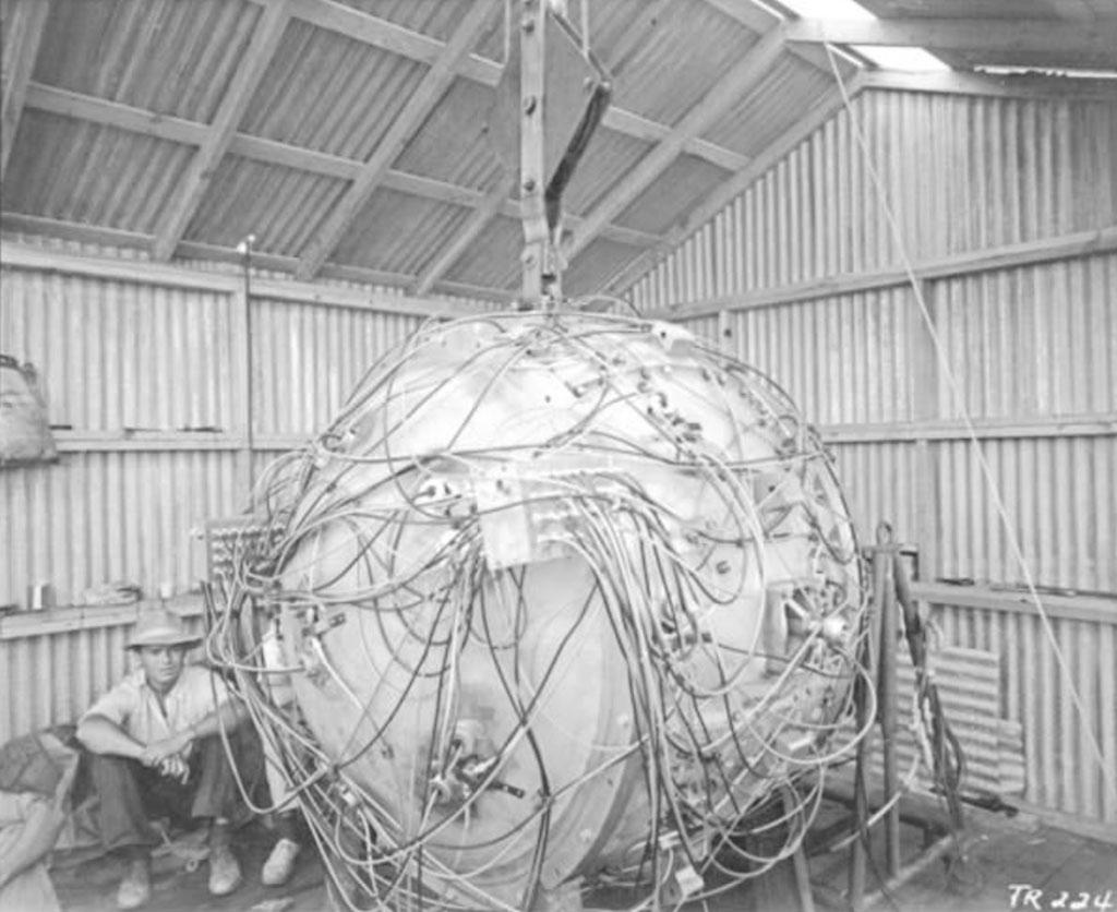 Quả bom hạt nhân đầu tiên trong lịch sử phát triển bởi các nhà khoa học Mỹ trong dự án Manhattan