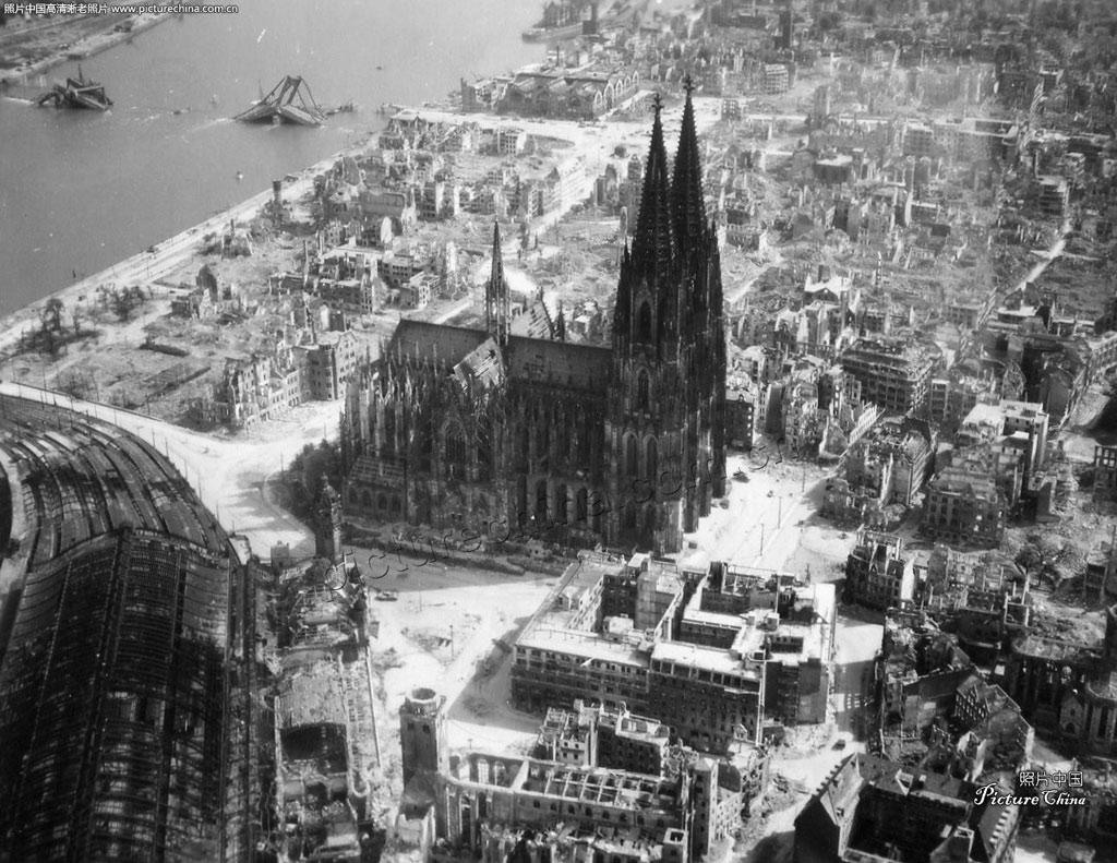 Nhà thờ Cologne vẫn nguyên vẹn sau vụ đánh bom Đồng minh vào năm 1944, và nó là duy nhất ...