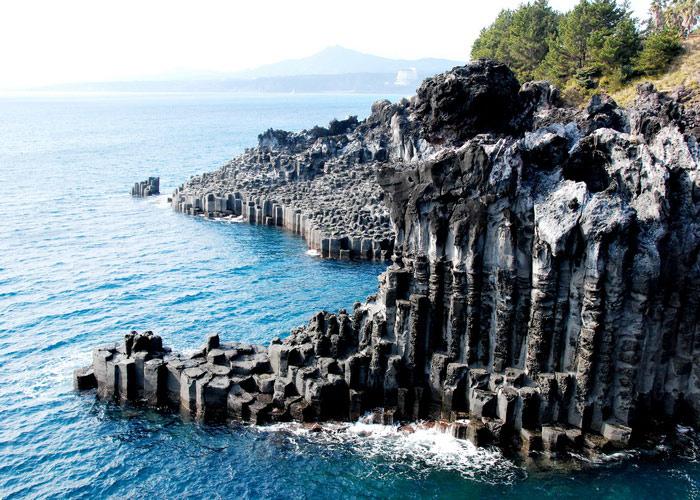 Đảo Núi lửa Jeju và Hệ thống Ống Dung nham là một khu vực rộng lớn nằm trên đảo Jeju của Hàn Quốc