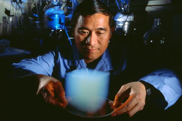 Graphene aerogel là loại vật liệu nhẹ nhất thế thế giới.